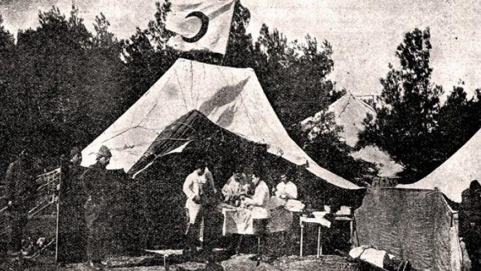 Çanakkale Savaşları sırasında kurulan Kızılay çadırı