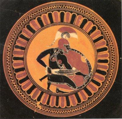Elinde kalkanıyla savaş pozisyonu alan Akhilleus